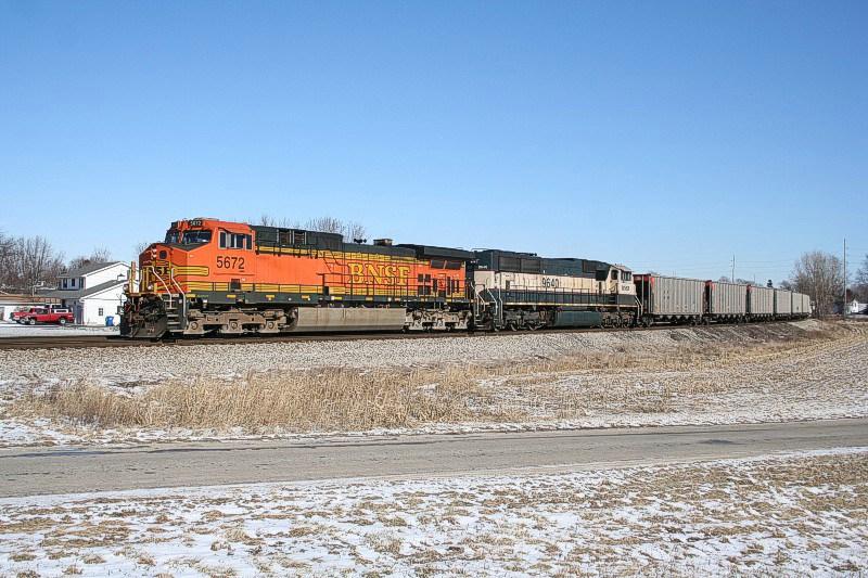 BNSF 5672